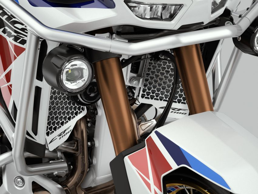 2022 Honda CRF1100L Africa Twin and Africa Twin Adventure Sports updated – rear carrier, lower screen Image #1337218