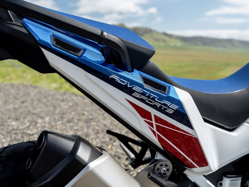 2022 Honda CRF1100L Africa Twin and Africa Twin Adventure Sports updated – rear carrier, lower screen Image #1337204