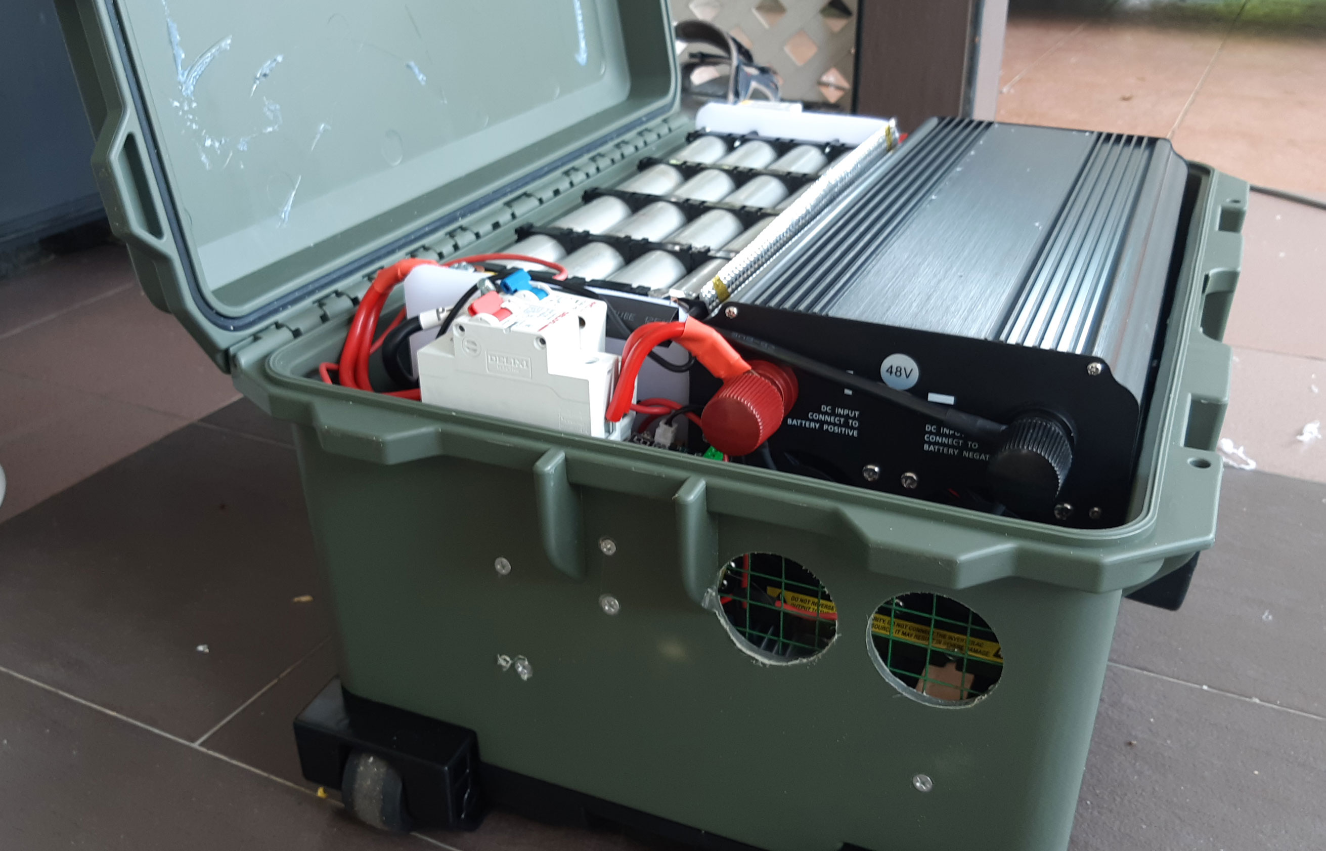 Electric-Vehicle-Jerry-Can-5