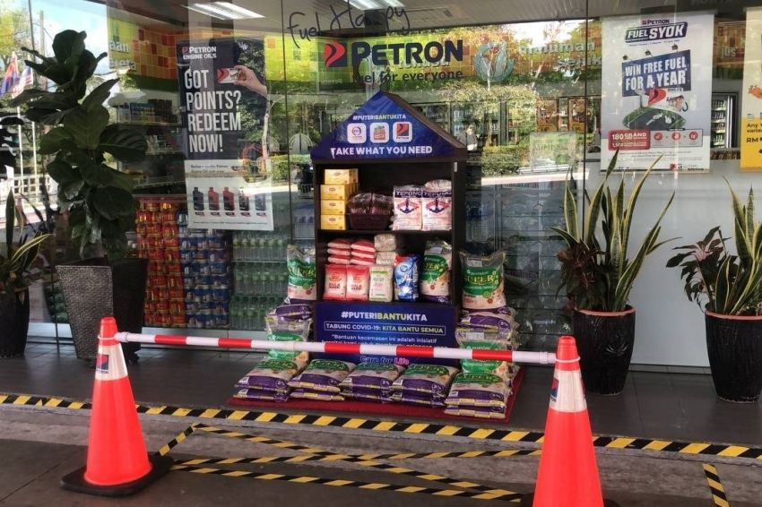 Over 190 Petron service stations across Malaysia set up food banks to assist individuals, families in need Image #1334514