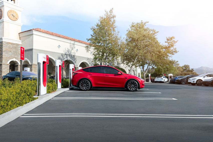 EV survey: owners want free and fast public chargers Image #1334799