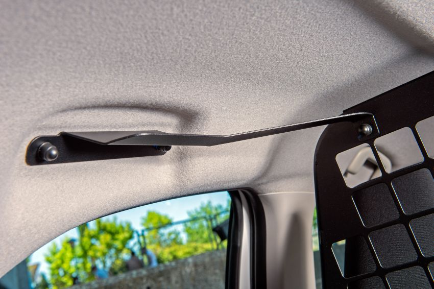 Toyota Yaris ECOVan debuts – hatchback converted into light commercial vehicle; 720 litres of boot space Image #1325457