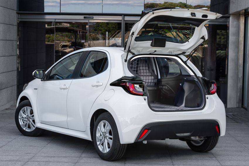 Toyota Yaris ECOVan debuts – hatchback converted into light commercial vehicle; 720 litres of boot space Image #1325448