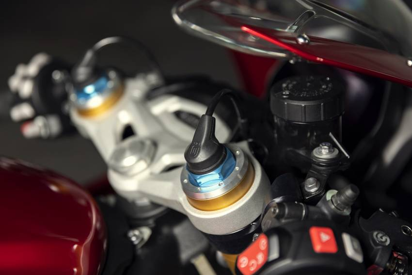 2022 Triumph Speed Triple 1200RR makes world debut Image #1346636