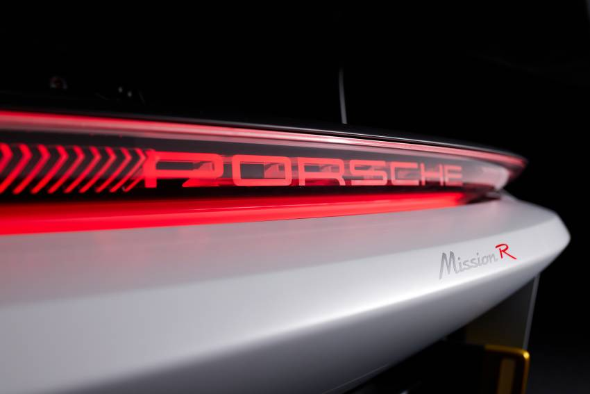 Porsche Mission R – 1,088 PS twin-motor concept with natural fibre bodywork hints at GT racing future Image #1343085