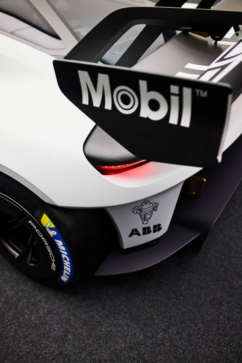 Porsche Mission R – 1,088 PS twin-motor concept with natural fibre bodywork hints at GT racing future Image #1343073