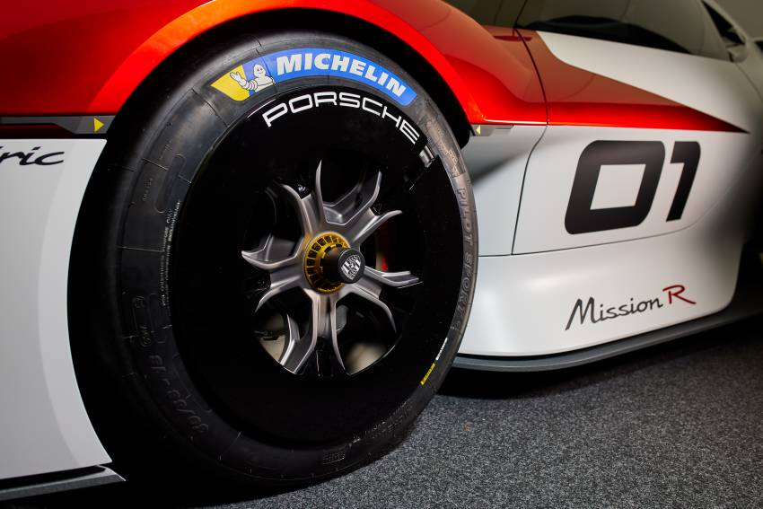 Porsche Mission R – 1,088 PS twin-motor concept with natural fibre bodywork hints at GT racing future Image #1343077