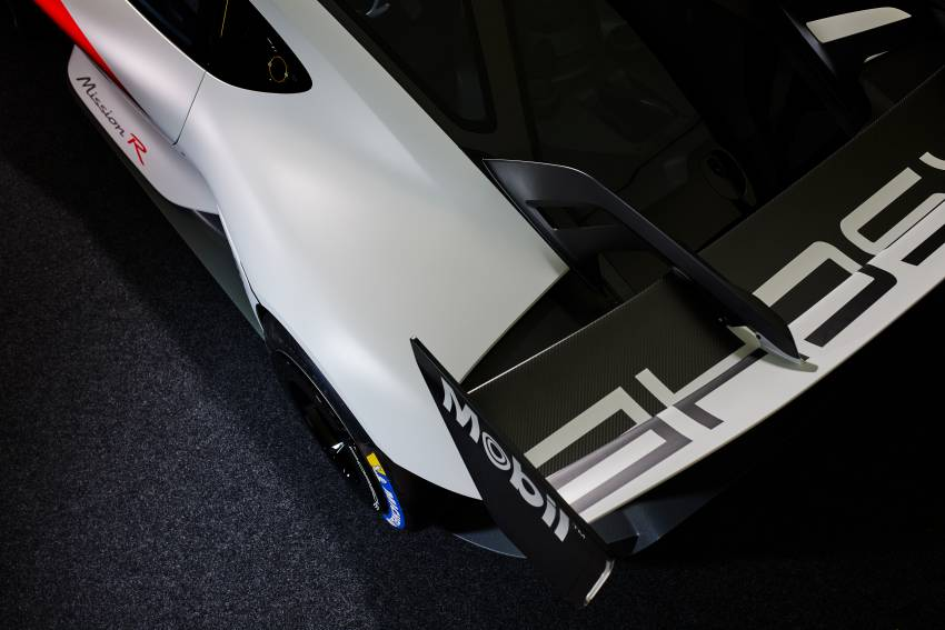 Porsche Mission R – 1,088 PS twin-motor concept with natural fibre bodywork hints at GT racing future Image #1343078