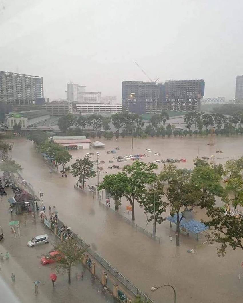 Flash floods hit Shah Alam – car owners without special perils insurance coverage face hefty bills Image #1351307