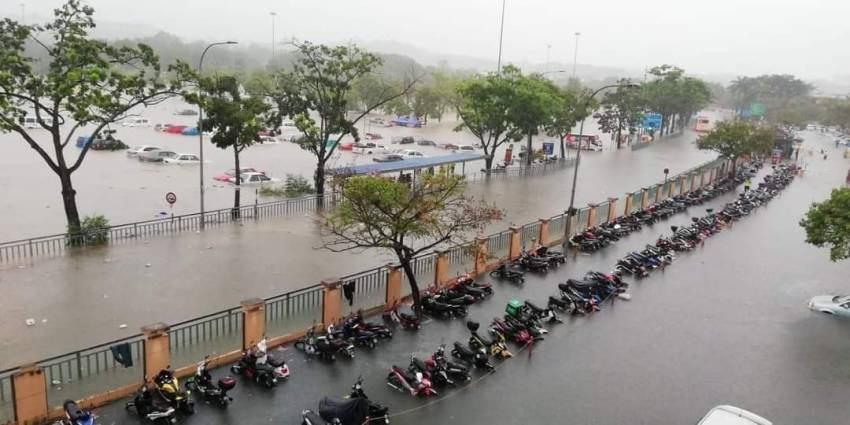 Flash floods hit Shah Alam – car owners without special perils insurance coverage face hefty bills Image #1351299