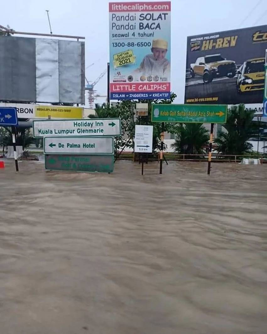 Flash floods hit Shah Alam – car owners without special perils insurance coverage face hefty bills Image #1351301