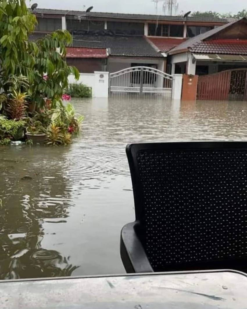Flash floods hit Shah Alam – car owners without special perils insurance coverage face hefty bills Image #1351302