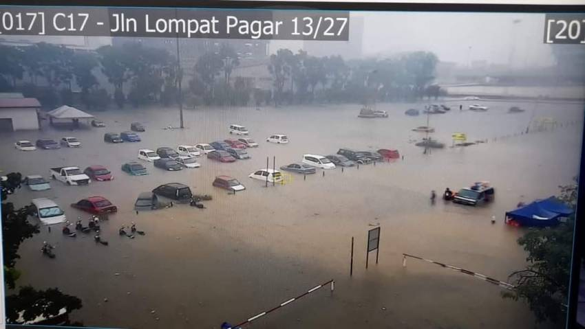Flash floods hit Shah Alam – car owners without special perils insurance coverage face hefty bills Image #1351303