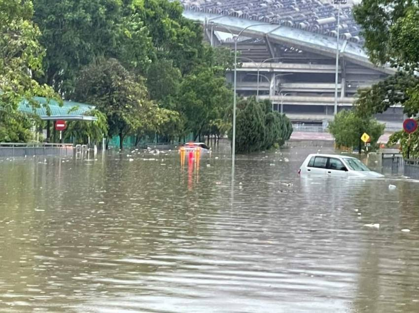 Flash floods hit Shah Alam – car owners without special perils insurance coverage face hefty bills Image #1351304