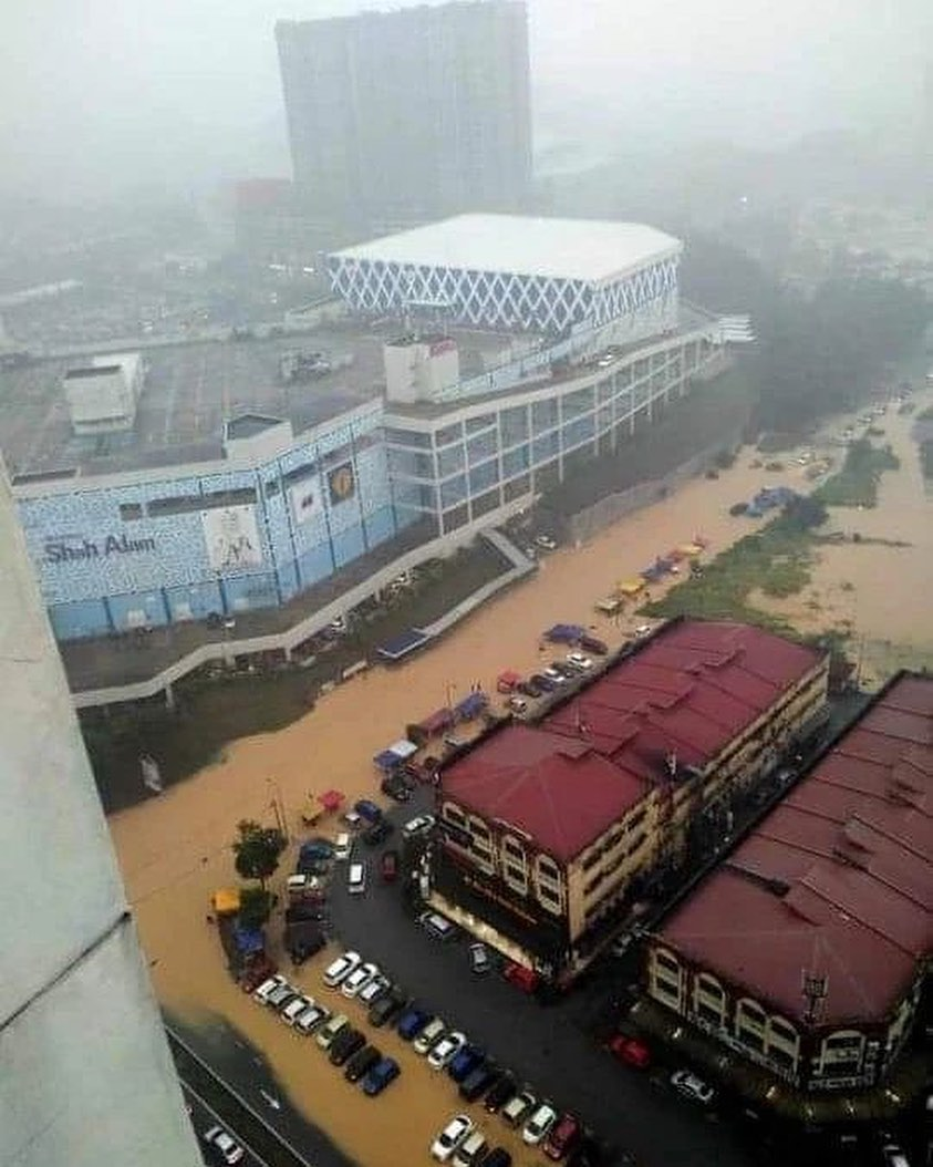 Flash floods hit Shah Alam – car owners without special perils insurance coverage face hefty bills Image #1351305