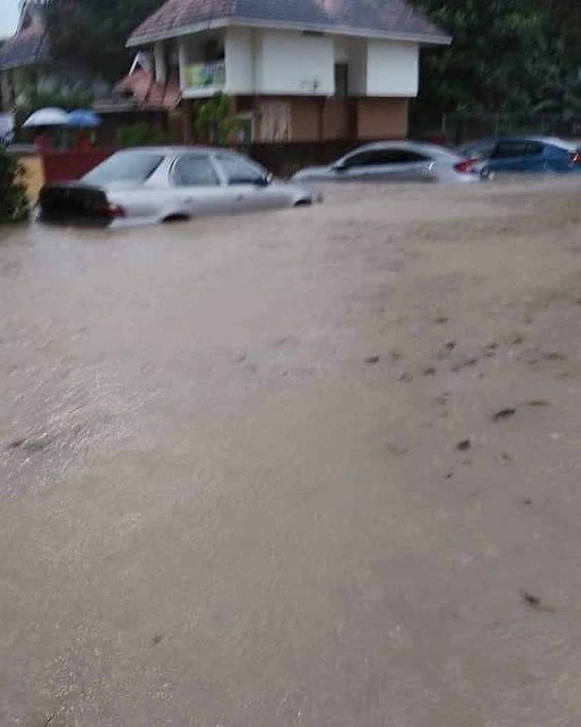 Flash floods hit Shah Alam – car owners without special perils insurance coverage face hefty bills Image #1351306
