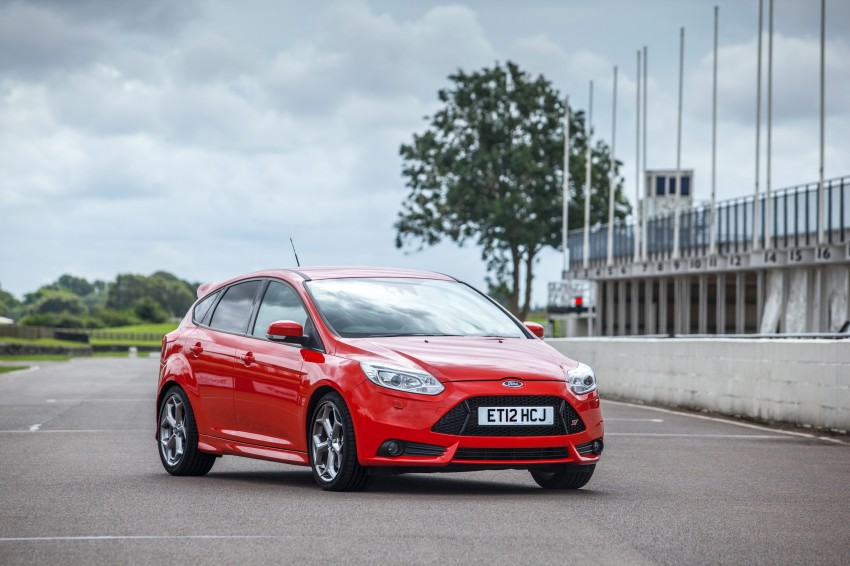 Ford Focus ST debuts, in five-door and estate forms Image #131064
