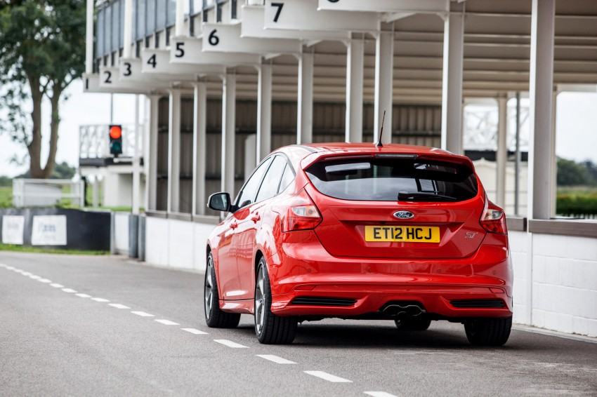 Ford Focus ST debuts, in five-door and estate forms Image #131065