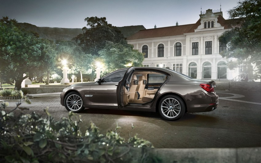 2012 BMW 7-Series LCI gets updated inside and out Image #108779