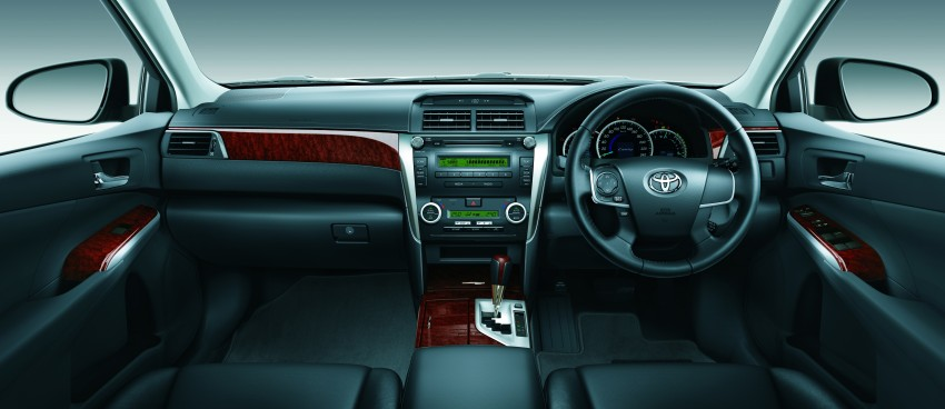 Camry 2.0G Black Combination Leather Interior