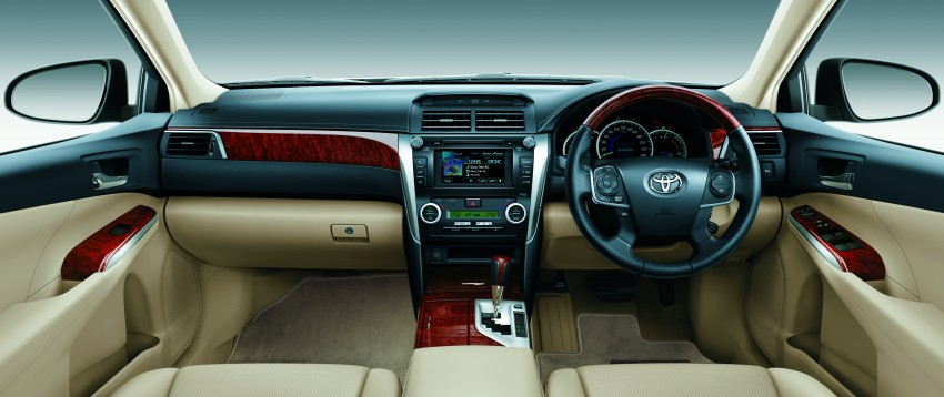 Camry 2.5V Beige Combination Leather Interior