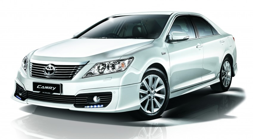 Camry 2.5V White Pearl Front 3_4