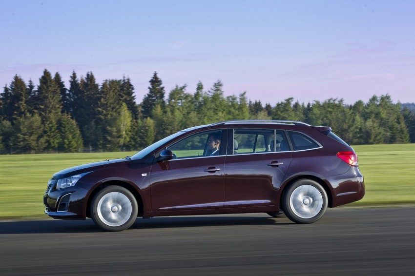 Chevrolet Cruze Station Wagon with a new family face Image #113534