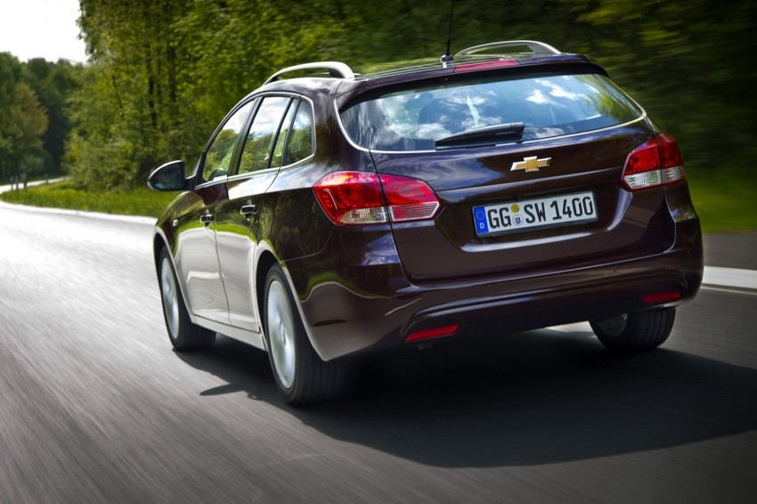 Chevrolet Cruze Station Wagon with a new family face Image #113543