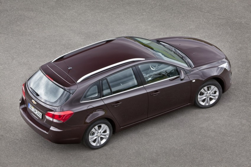Chevrolet Cruze Station Wagon with a new family face Image #113548