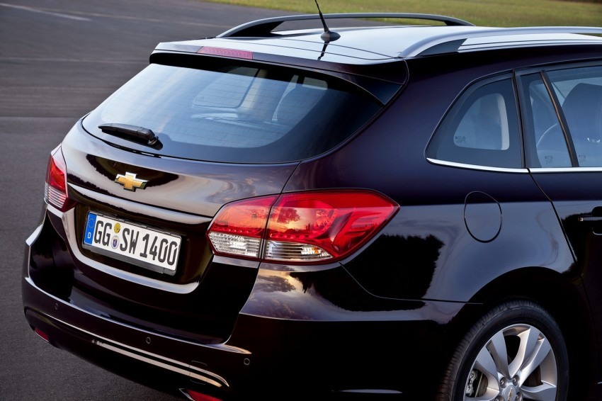 Chevrolet Cruze Station Wagon with a new family face Image #113550