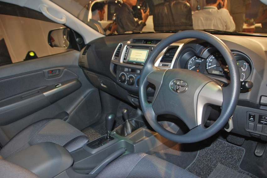 Toyota Hilux facelift launched: 5 variants, RM73k to 107k Image #69964