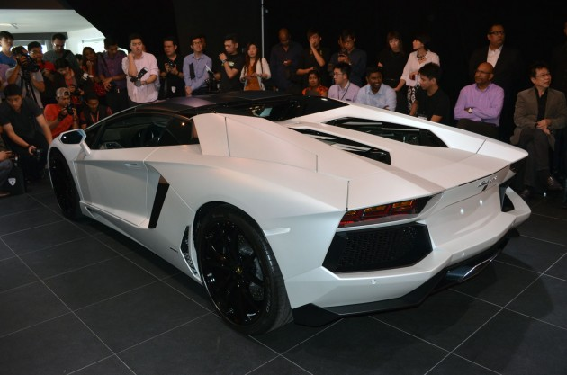 as previously detailed the aventador roadster can immediately be recognised by the unique profile of its upper area which extends along newly designed - Lamborghini Aventador Roadster White