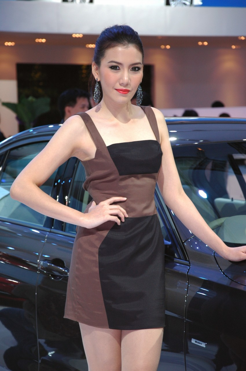 Bangkok Motor Show 2012 – the ladies say hello! Image #96528