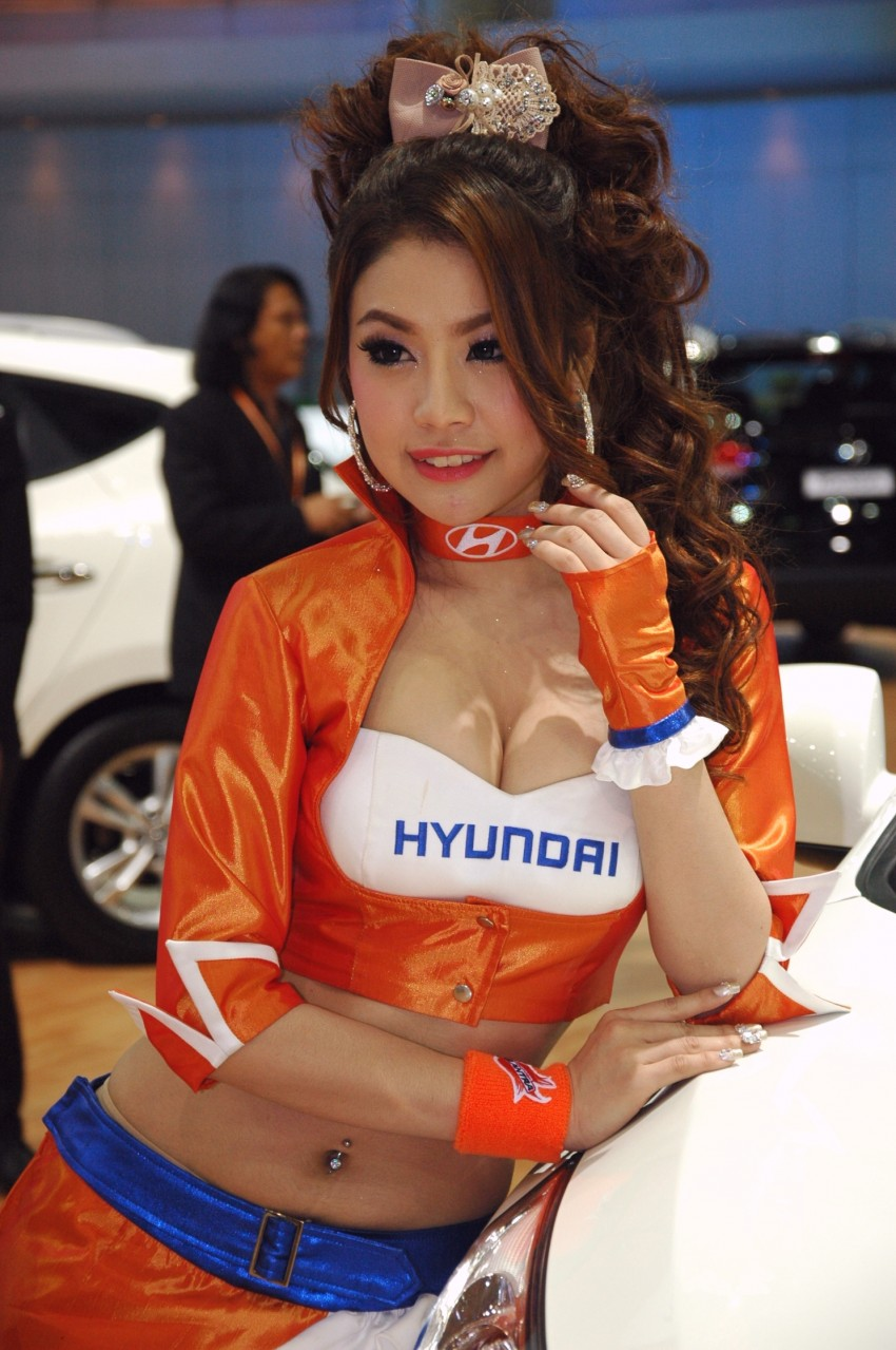 Bangkok Motor Show 2012 – the ladies say hello! Image #96476