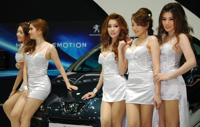 Bangkok Motor Show 2012 – the ladies say hello! Image #96358