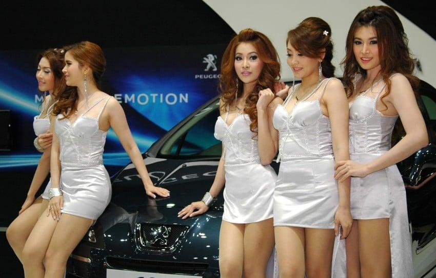 Bangkok Motor Show 2012 – the ladies say hello! Image #96358