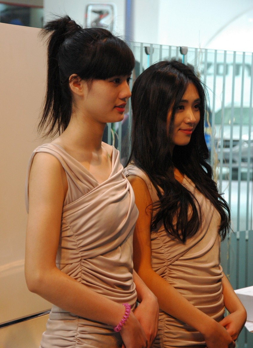 Auto China 2012: the ladies of Beijing share the spotlight Image #104323
