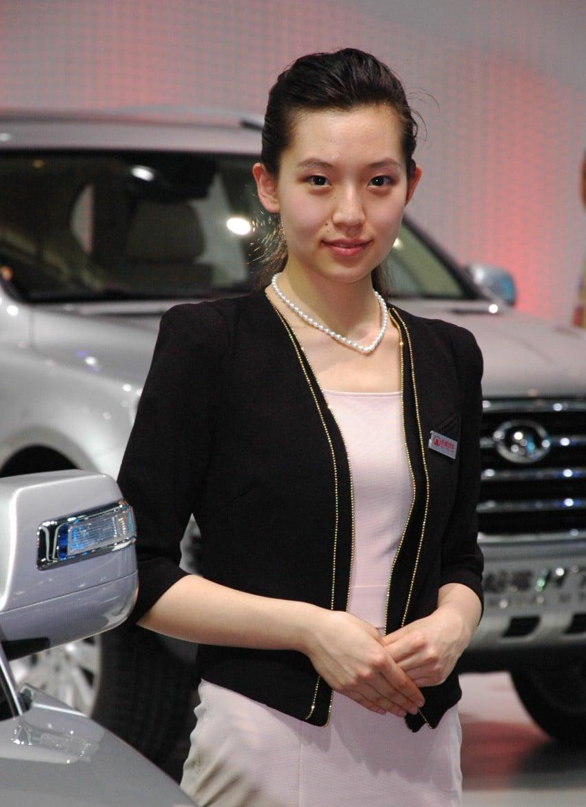Auto China 2012: the ladies of Beijing share the spotlight Image #104326