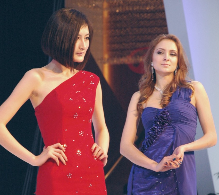 Auto China 2012: the ladies of Beijing share the spotlight Image #104594