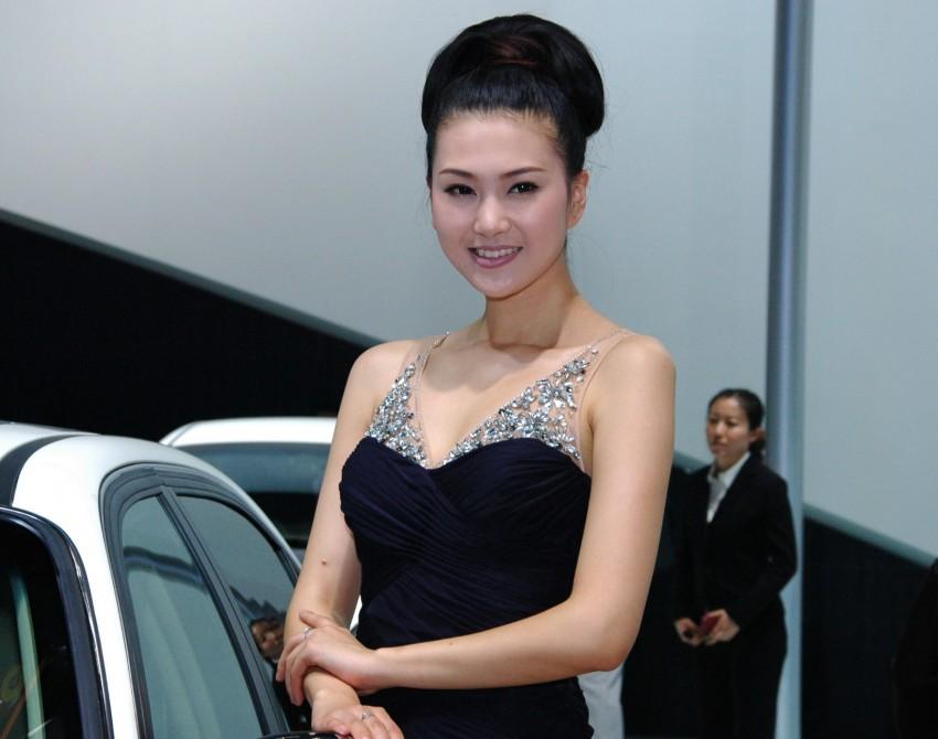 Auto China 2012: the ladies of Beijing share the spotlight Image #104319