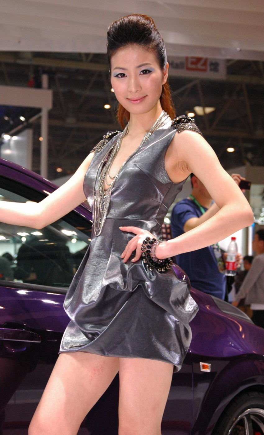 Auto China 2012: the ladies of Beijing share the spotlight Image #104330