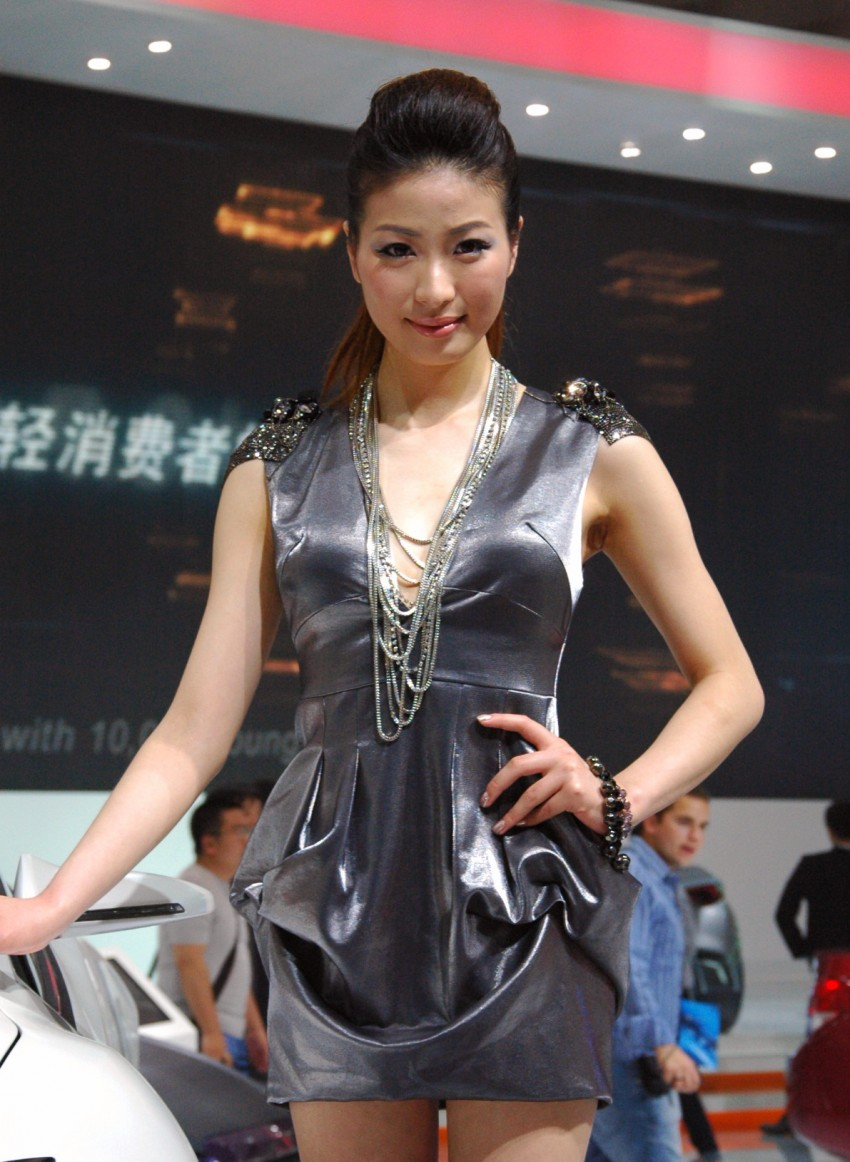 Auto China 2012: the ladies of Beijing share the spotlight Image #104375