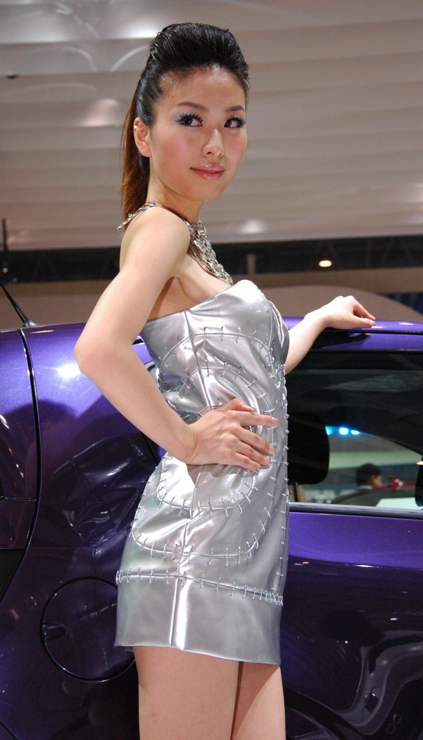 Auto China 2012: the ladies of Beijing share the spotlight Image #104320