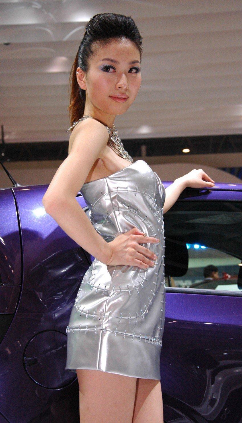 Auto China 2012: the ladies of Beijing share the spotlight Image #104320