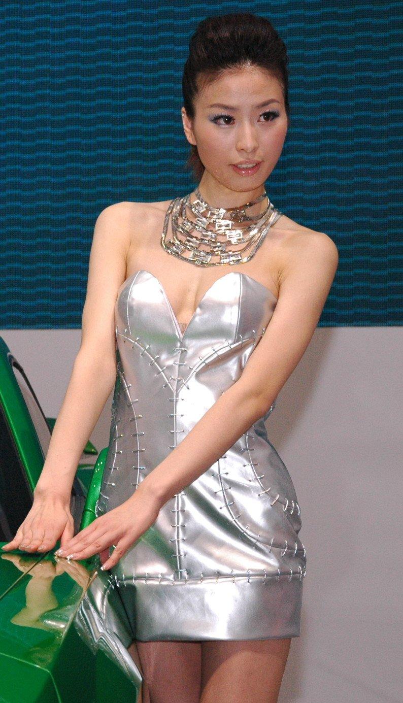 Auto China 2012: the ladies of Beijing share the spotlight Image #104331