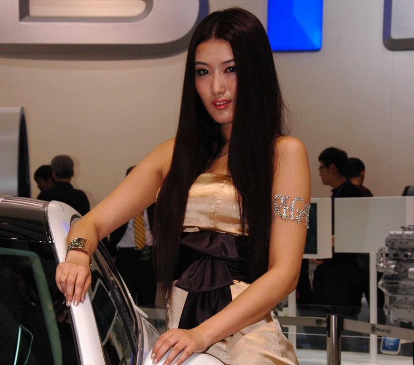 Auto China 2012: the ladies of Beijing share the spotlight Image #104332