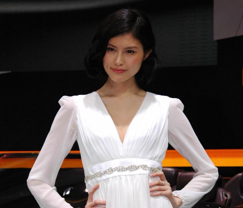 Auto China 2012: the ladies of Beijing share the spotlight Image #104333