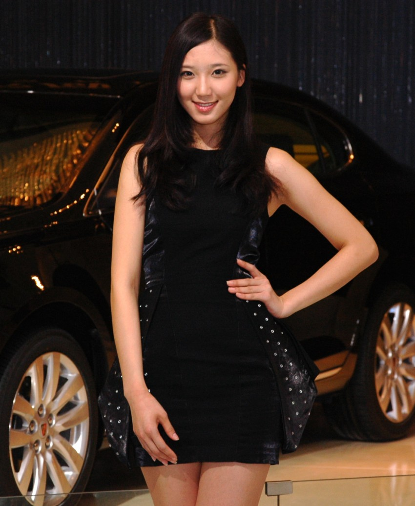 Auto China 2012: the ladies of Beijing share the spotlight Image #104335