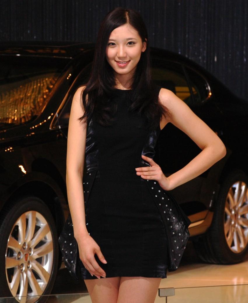 Auto China 2012: the ladies of Beijing share the spotlight Image #104335