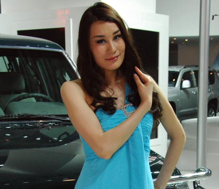 Auto China 2012: the ladies of Beijing share the spotlight Image #104339